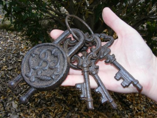 Cast Iron Decorative Lock and Keys Set Replica Rustic Decoration Ornament - DK09